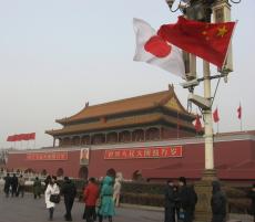 天安門広場の日中国旗